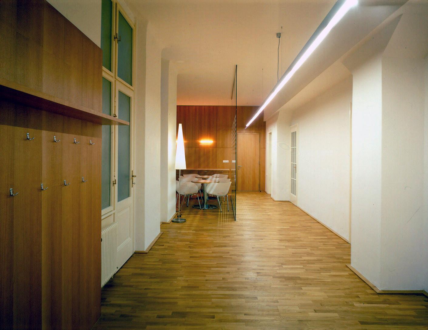 <p>© RUNSER / PRANTL architekten, Wellcon GmbH - Zentrum für Prävention und Arbeitsmedizin, 1030 Wien, Österreich, 2003, Ordination, Fotograf Margherita Spiluttini</p>