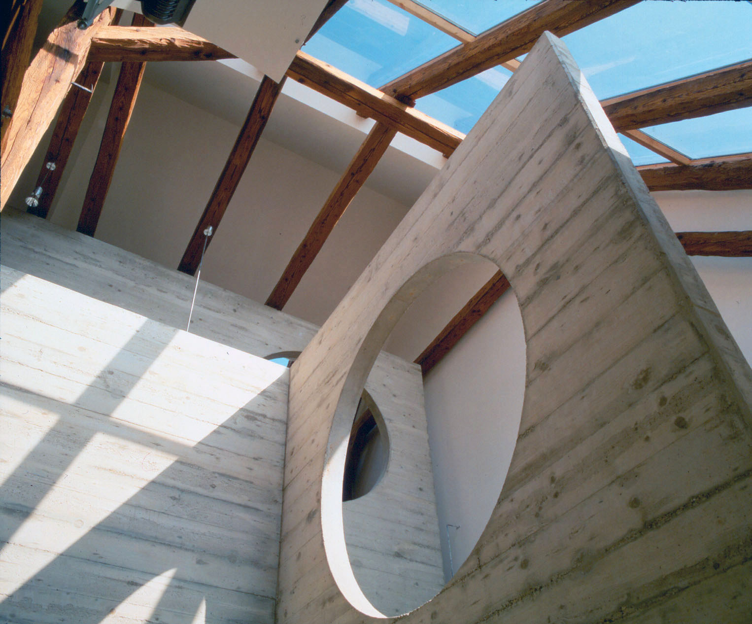 <p>© RUNSER / PRANTL architekten, Lanzendorfer Mühle Revitalisierung, 2130 Mistelbach, Niederösterreich, Österreich, 1993, Wohnhaus, Ordination, Wohnung, Dachbodenausbau, Fotograf Margherita Spiluttini</p>